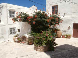 A_courtyard_Naxos_Old_Town