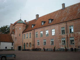 Backaskog-Slott-courtyard