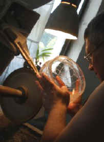 Cutting_a_lead_crystal_bowl