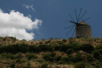 Old_hilltop_windmill_Naxos